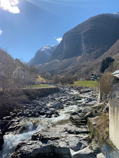 hilly view of Undredal