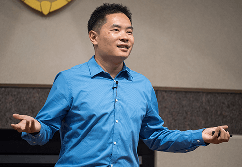 Entrepreneur and author Jia Jiang speaks to crowd of Wisconsin MBA students
