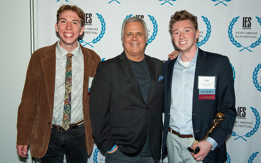 WSB students David Smith and Chase Devens stand with film critic Richard Roeper.